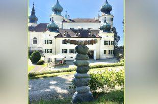 Jorg Van Daele plaatst beeld bij Schlozz Arsteten in Oostenrijk