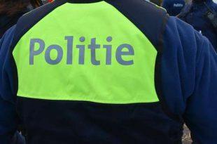 Inbrekers proberen tijdens politiecontrole smartphones te verbergen