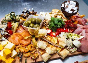 Cateringservice Bolsterbos - Tapasbuffet - aperitief tapasplank luxe 5 personen