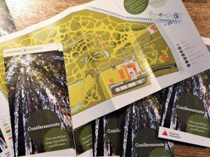 v.l.n.r. Conservator-directeur Abraham Rammeloo, Gilbert Uitdenhouwen en Jan De Haes, voorzitter van het agentschap en gedeputeerde van de provincie Antwerpen bij de onthulling van het monument voor de knobbelstam.   Copyright: Arboretum Kalmthout