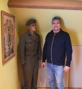 Michel Heitzer - Verzamelaar WOII - Uniformen, badges en emblemen (kentekens) - Soldatenkleding