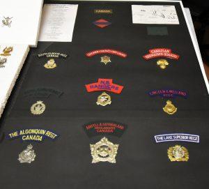 Michel Heitzer - Verzameling uniformen, emblemen (kentekens) en petten Tweede Wereldoorlog