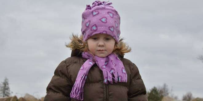 Zet je kinderen niet met een winterjas in de auto