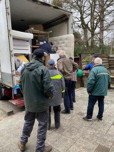 Vrachtwagen met hulpgoederen voor Kroatië wordt geladen - IMG_9139