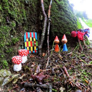 Kaboutertjes markeren sprookjeswandeltocht in de kloostertuin3