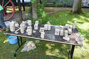 Scholen beleven Workshop beeldhouwen op Internationaal Beeldhouwerssymposium Karrenmuseum Essen - (c) Noordernieuws.be 2021 - HDB_4097