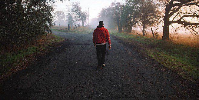 Ben je verplicht om links op de weg te wandelen