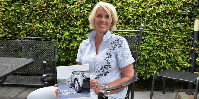 Schrijver Nicole Brouwer met haar nieuwe boek 'Only 914'