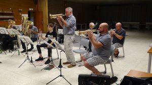 De Essener Muzikanten bereiden zich voor op een leutig feestje4